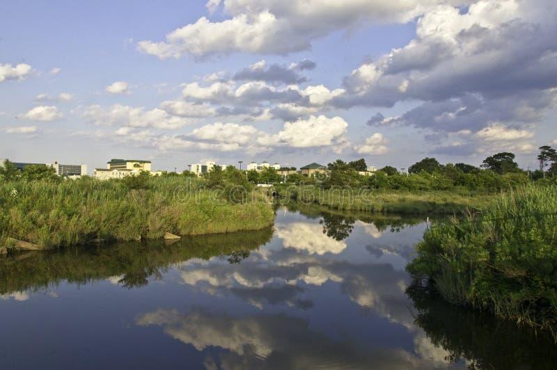 Der Lynhhaven-Einlass ist eine Gezeiten- Mündung, die in der Stadt von Virginia Beach, Virgi gelegen ist lizenzfreie stockfotos