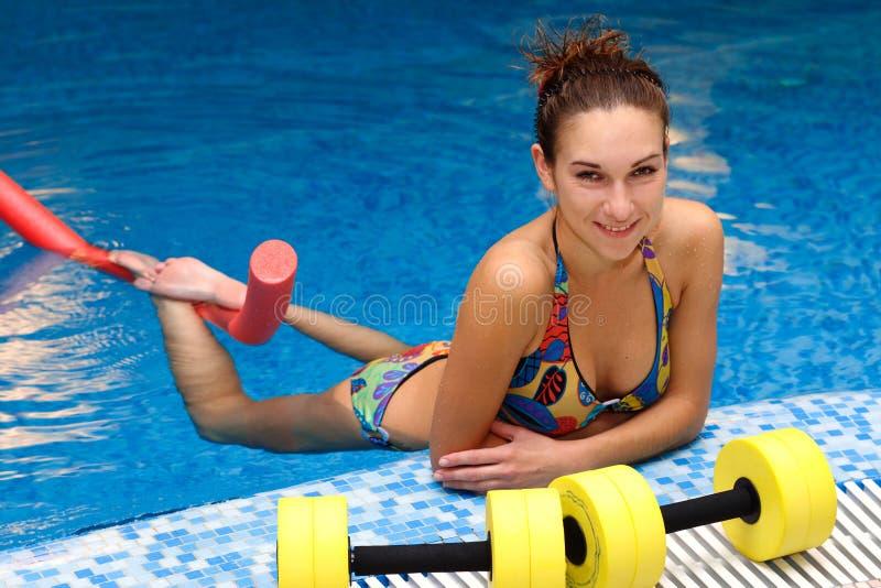 Der Mädchen und Aqua Aerobics lizenzfreie stockbilder