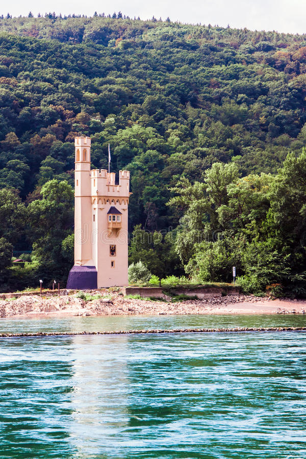 Der Mäuseturm Mauseturm im Rhein nahe Bingen lizenzfreies stockbild