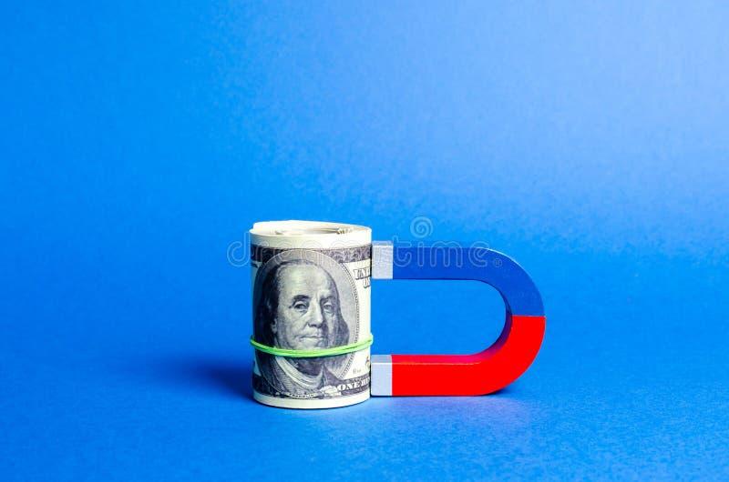 Der Magnet wird zu den Dollar zusammenrollen magnetisiert Geld und Investitionen und Starts für geschäftliche Zwecke anziehen Erh stockbilder