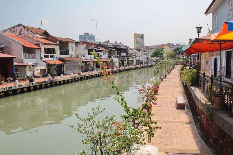 Der Malakka-Fluss, die alte Stadt O durchfließend stockbild