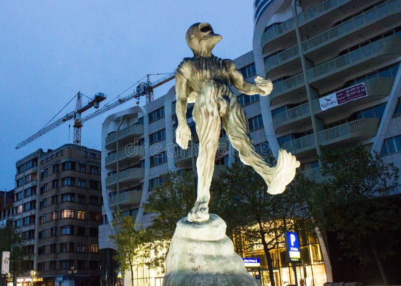 Der Mann von Atlantis-Skulptur in Waterloo-Boulevard Brüssel, Belgien stockfoto