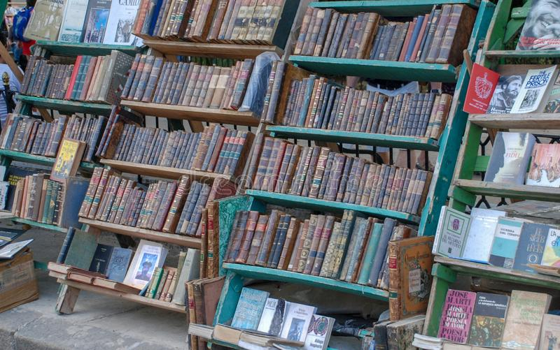 Der Markt von alten Büchern in Havana stockbilder