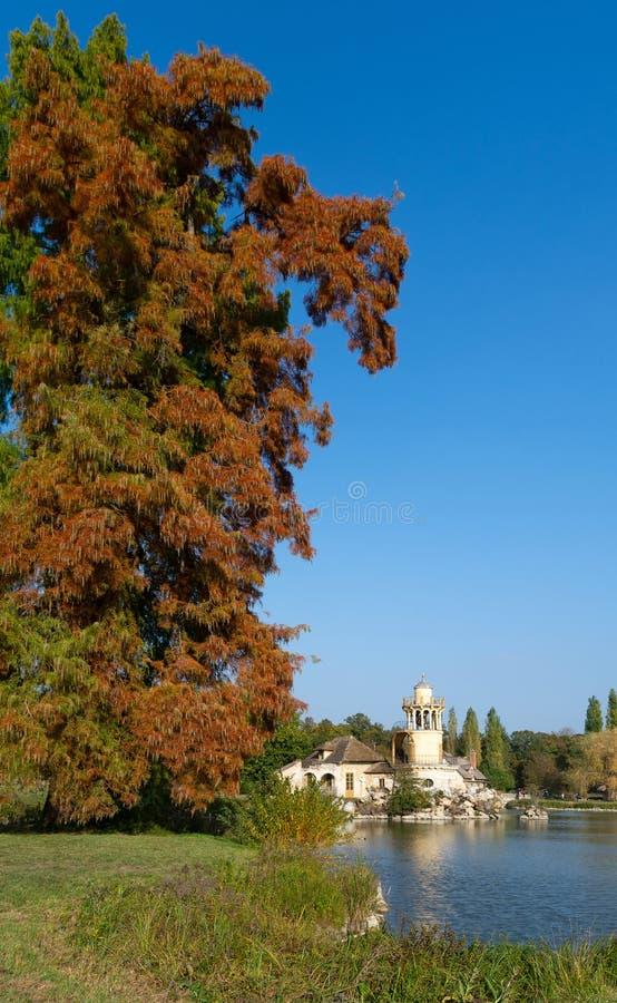 Der Marlborough-Turm im Park des Trianon-Zustandes im Franken stockfotos