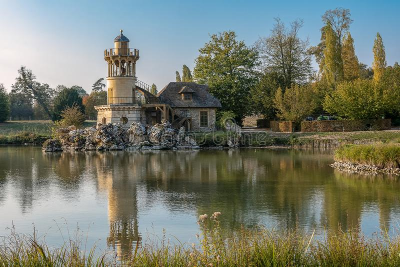 Der Marlborough-Turm im Park des Trianon-Zustandes im Franken stockbild