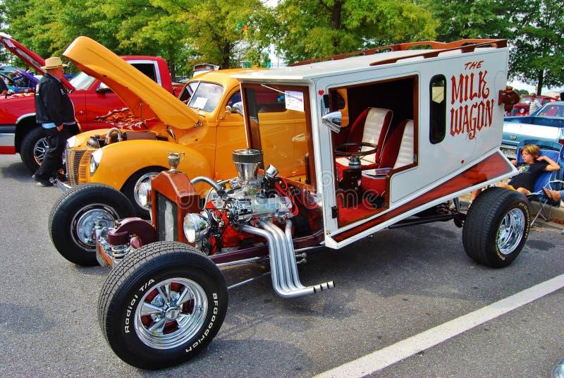 Download Der Milch-Lastwagen An Einem Car Show Redaktionelles Bild - Bild von auto, motorcar: 27730380