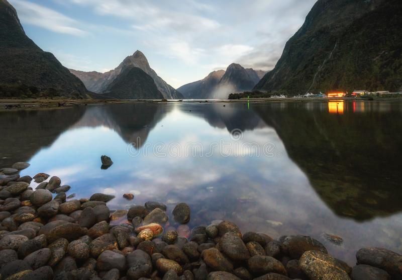 Der Milford- Soundfjord Fiordland Nationalpark lizenzfreies stockfoto