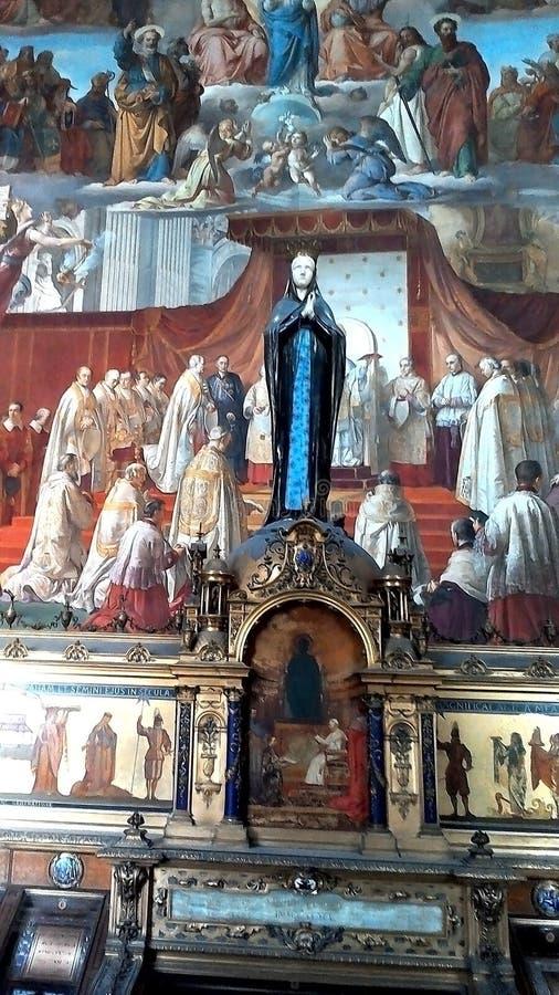In der Mitte der Zahl der Mutter von Gott-Kathedralen-zuverlässigen Katholischen stockfotografie