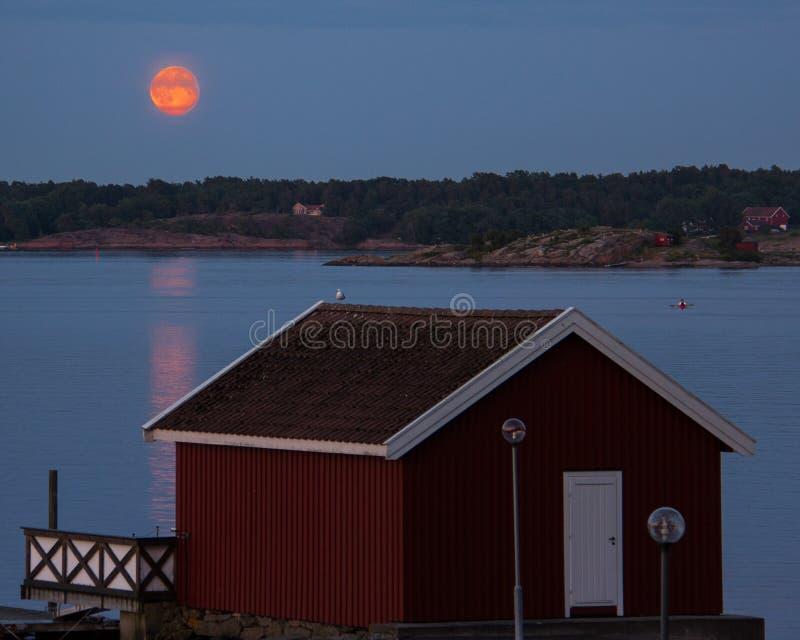 Der Mitternachts-Sun als gesehenes Nøtterøy, Norwegen stockbilder