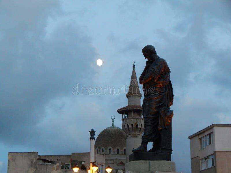 Der Mond und der Moscheenhalbmond lizenzfreie stockfotos