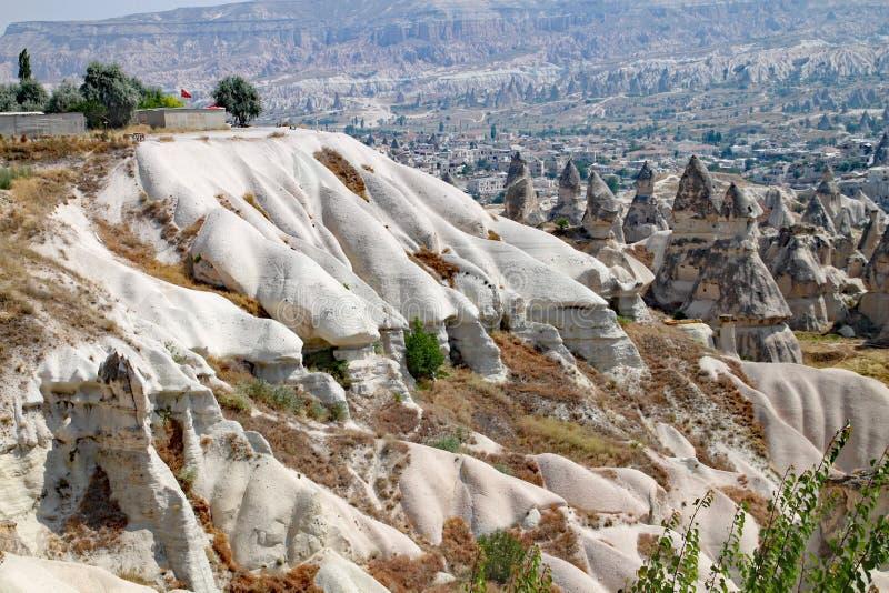 Der Mond wie Landschaft der Felsformationen an Nationalpark Goreme bei Cappadocia in der Türkei lizenzfreie stockfotos