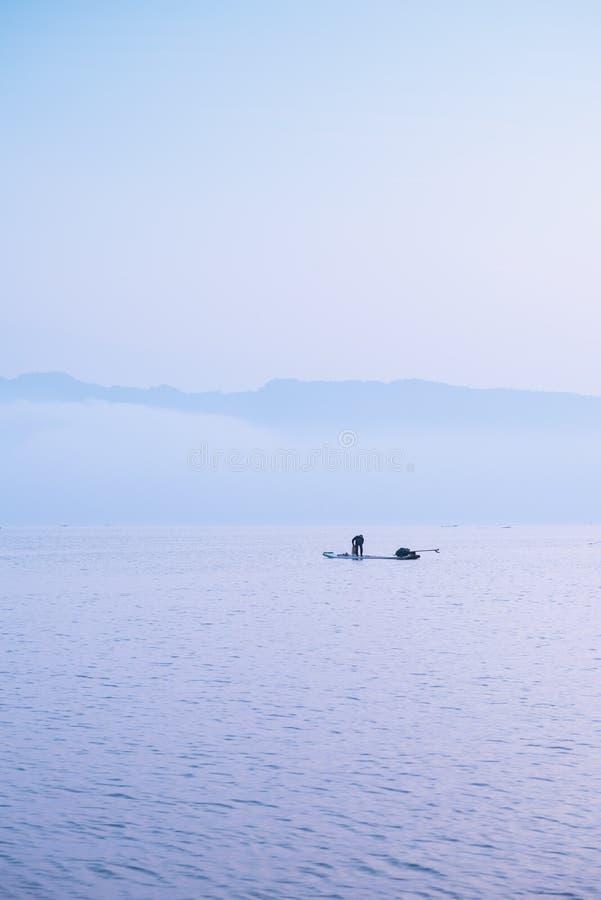 Der Morgen des Sees stockfoto