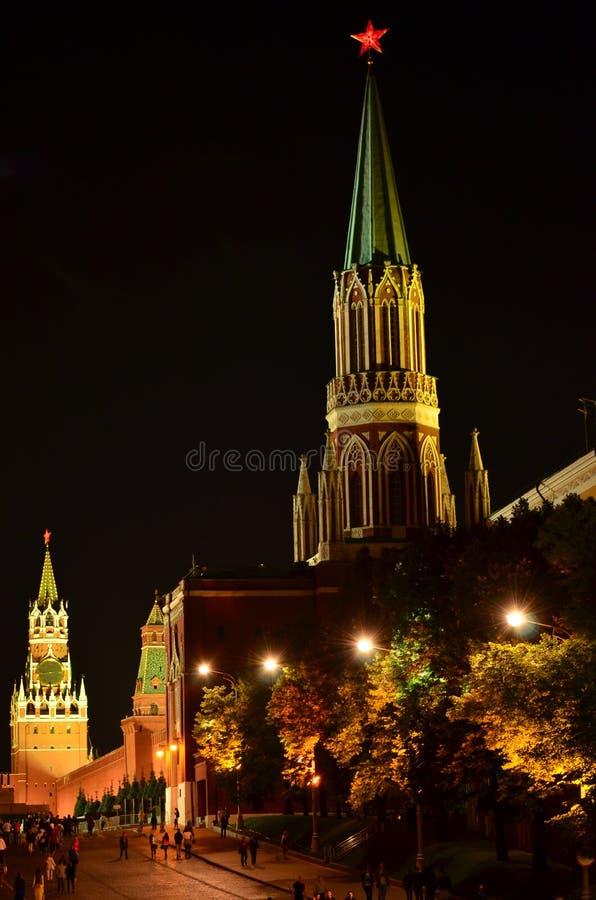 Der Nacht-Kreml-Türme lizenzfreies stockbild