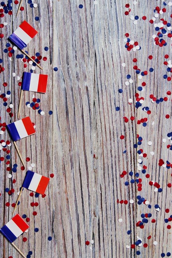Der Nationalfeiertag vom 14. Juli ist ein gl?cklicher Unabh?ngigkeitstag von Frankreich, Franz?sischer Nationalfeiertag, das Konz stockbild