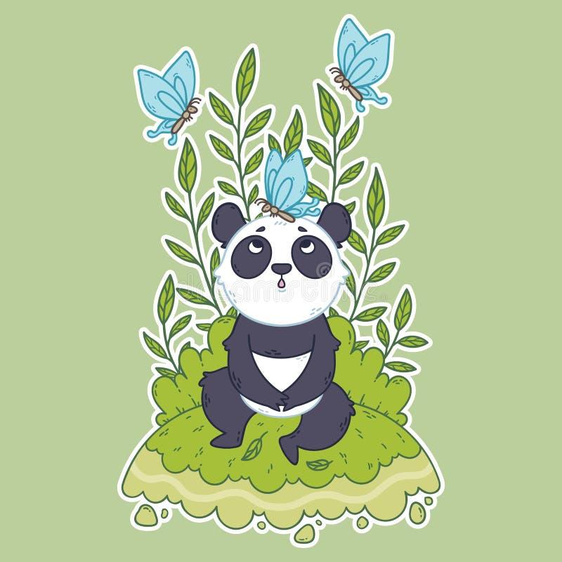 Der nette B?r des kleinen Pandas, der in einer Wiese sitzen und die blauen Schmetterlinge fliegen herum lizenzfreie stockfotos