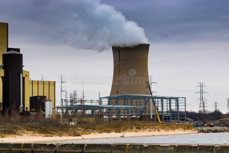 Der Neubau, zum der saubereren Energie an der Kohle zu produzieren feuerte Klemmstelle ab stockbilder