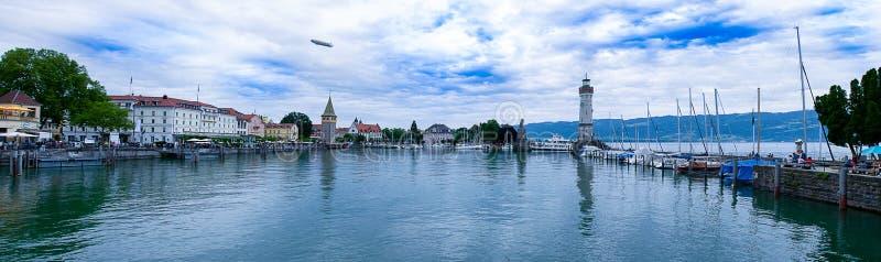 Der neue Leuchtturm mit dem bayerischen Löwe in Lindau auf Bodensee stockfotos
