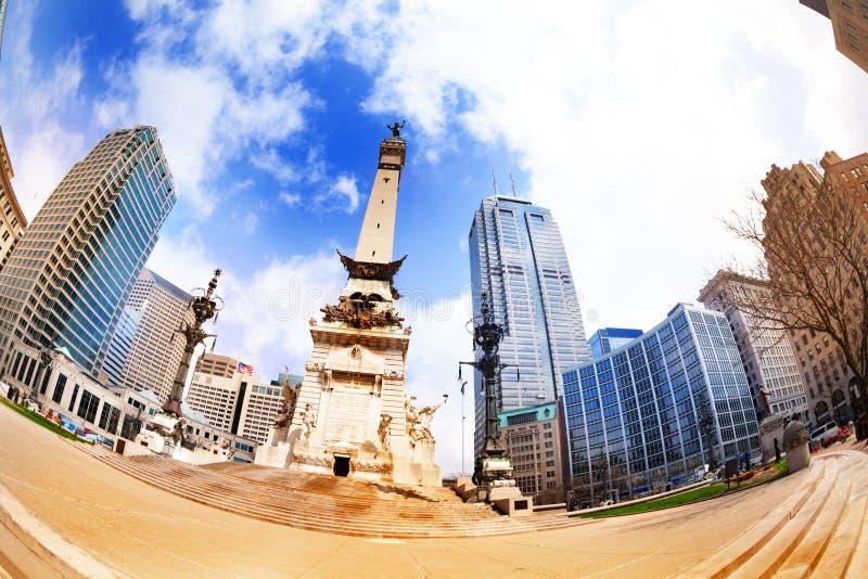 Der Obelisk der Soldaten und der Seeleute in Indianapolis-Ansicht stockbilder