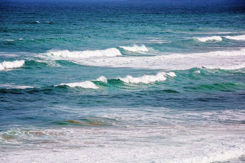 Der Ozean schattiert vom Blau stockfoto