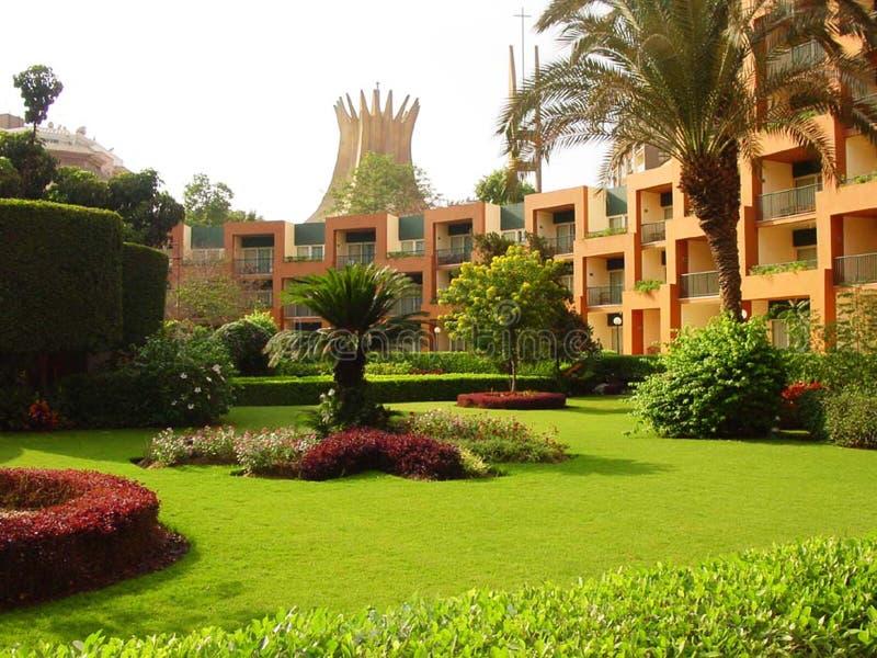Der Palastgarten in der Stadt lizenzfreie stockfotos