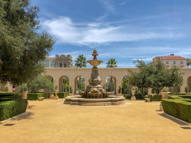 Der Pasadena-Rathaus-Garten und -brunnen stockbilder