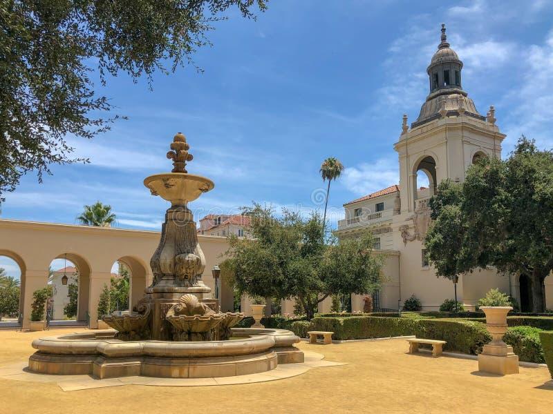 Der Pasadena-Rathaus-Garten und -brunnen stockbild