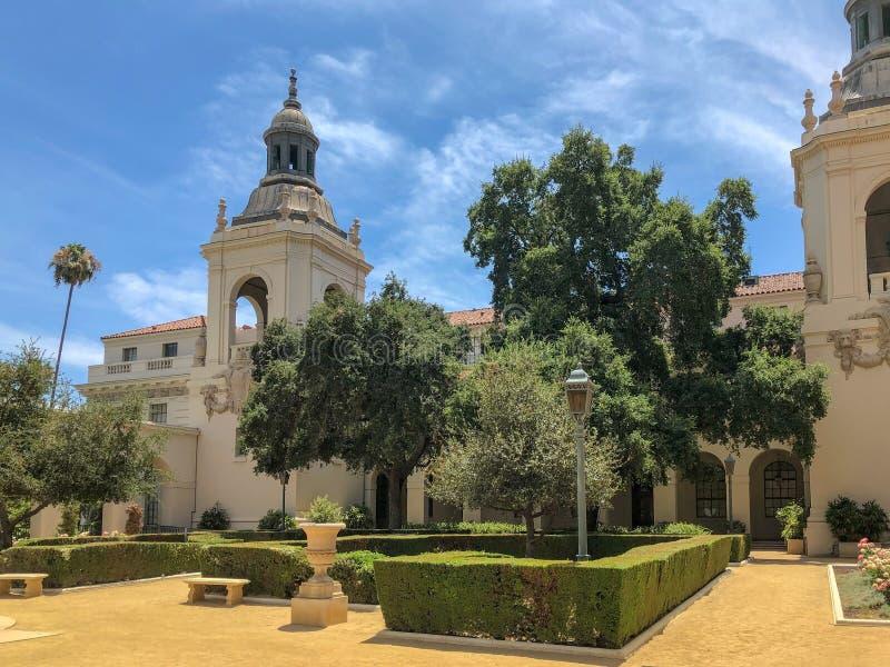 Der Pasadena-Rathaus-Garten lizenzfreies stockbild