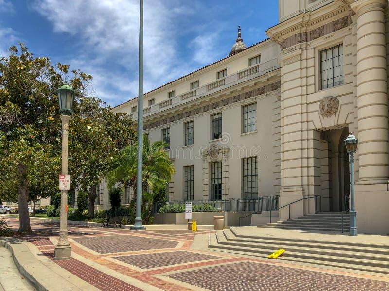 Der Pasadena-Rathaus-Haupteingang und -Säulengang lizenzfreie stockfotografie