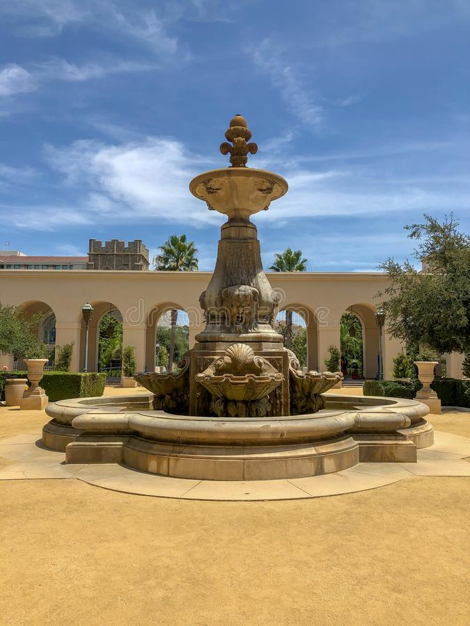 Der Pasadena-Rathaus-Haupteingang und -Säulengang lizenzfreies stockbild