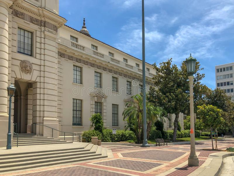 Der Pasadena-Rathaus-Haupteingang und -Säulengang stockfotos