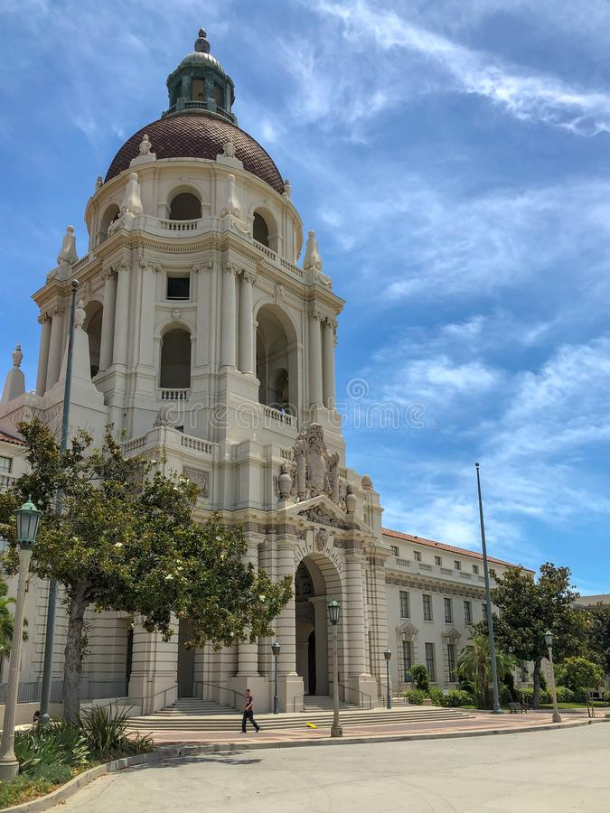 Der Pasadena-Rathaus-Hauptturm und -Säulengang stockfoto