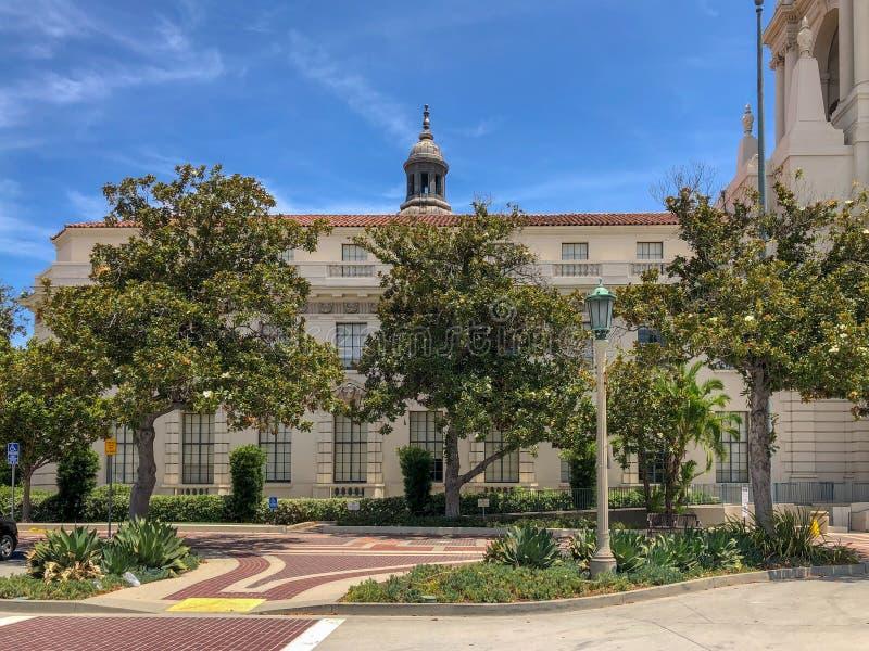 Der Pasadena-Rathaus-Hauptturm und -Säulengang lizenzfreie stockbilder