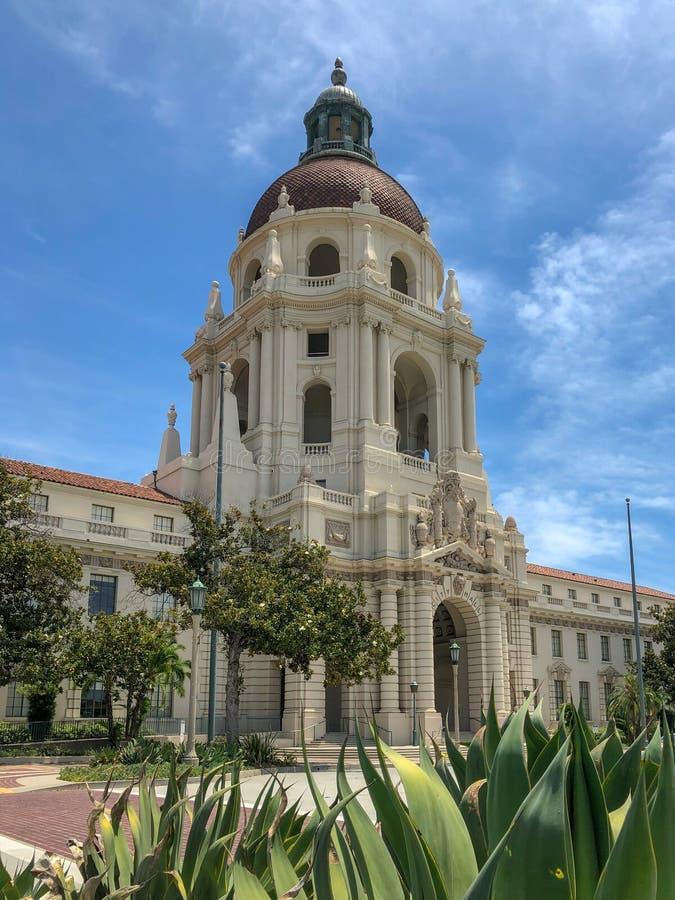 Der Pasadena-Rathaus-Hauptturm und -Säulengang lizenzfreies stockbild