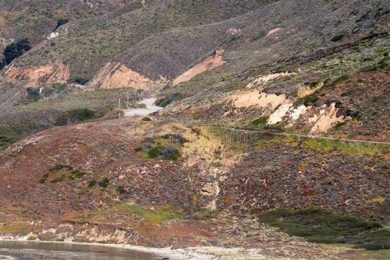 Der Pazifikküstelandstraße Staat California-Weg 1 - eine Wicklungsszenische Küstenstraße, in Kalifornien, das den Pazifischen Oze lizenzfreie stockfotos