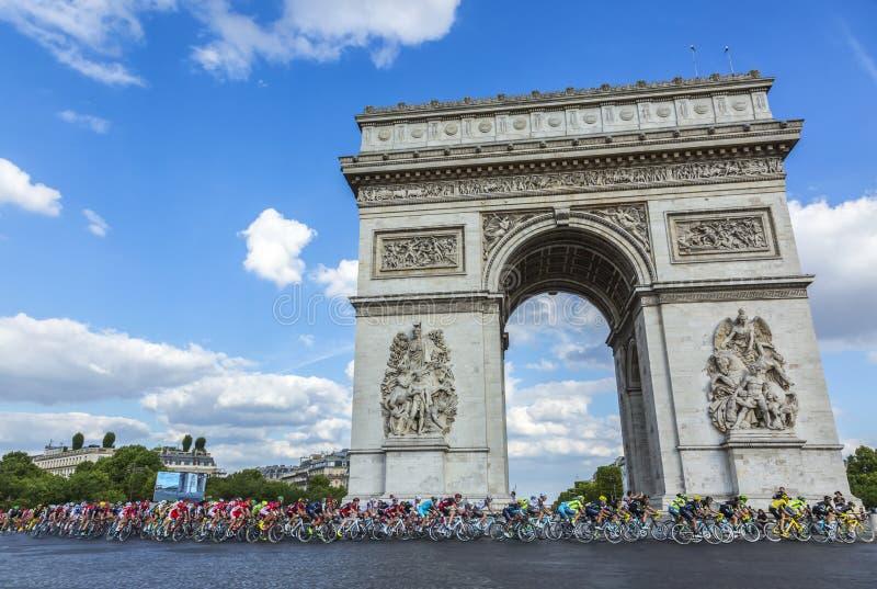 Der Peloton in Paris - Tour de France 2016 lizenzfreie stockfotos