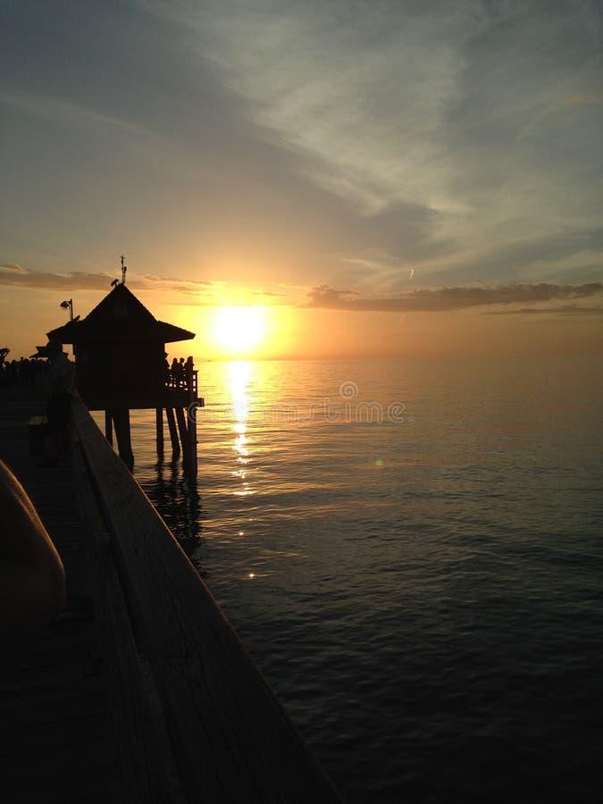 Der Pier bei Sonnenuntergang stockfotos
