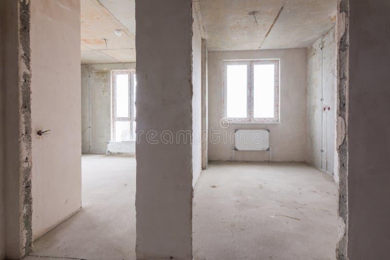Der Plan von Räumen und von Räumen im Neubau, eine Ansicht von zwei Räumen und ein Fach zwischen ihnen lizenzfreies stockbild