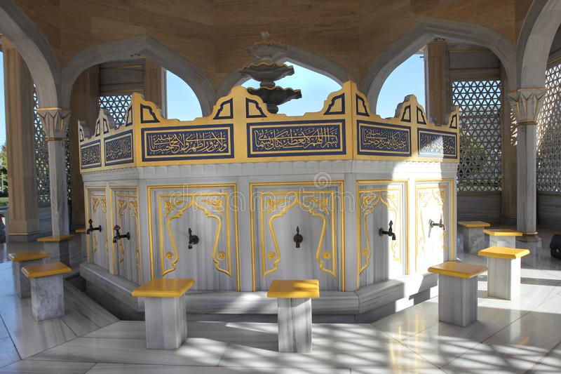 Der Platz für das Waschen des Fußes in Akhmad Kadyrov Mosque in Grosny-Stadt, Tschetschenien stockfotografie