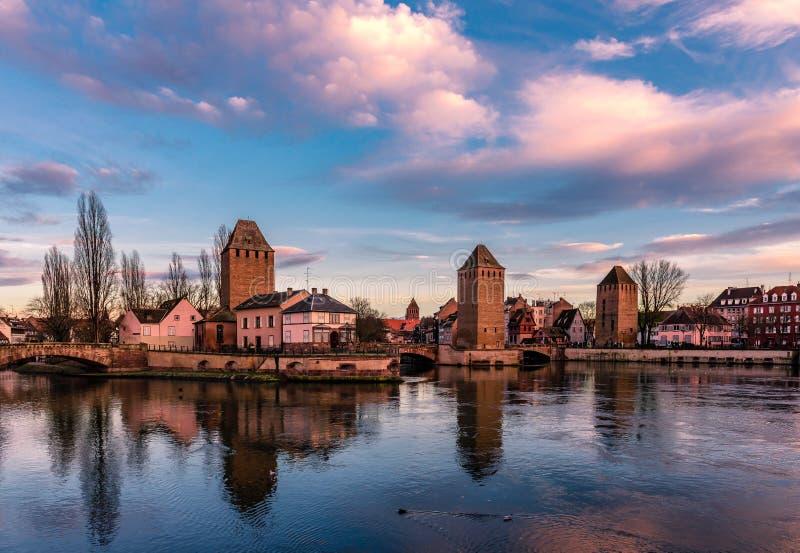 Der Ponts Couverts in Straßburg stockbilder