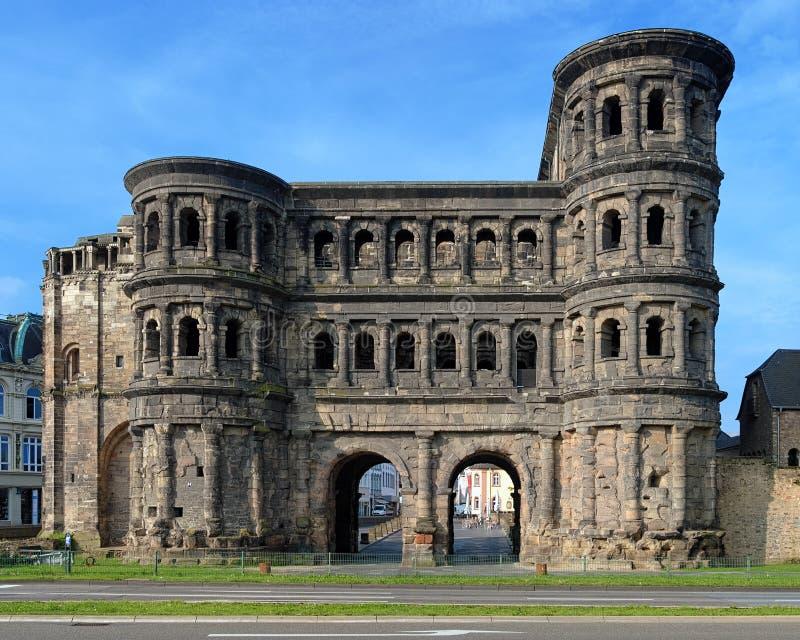 Der Porta Nigra (schwarzes Gatter) im Trier, Deutschland stockbild