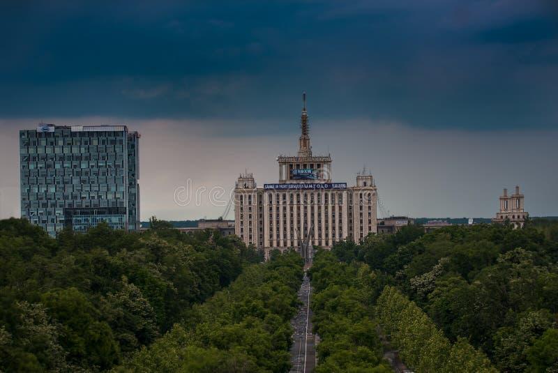 Der Presse-Wohnungsbau von Bukarest stockbild