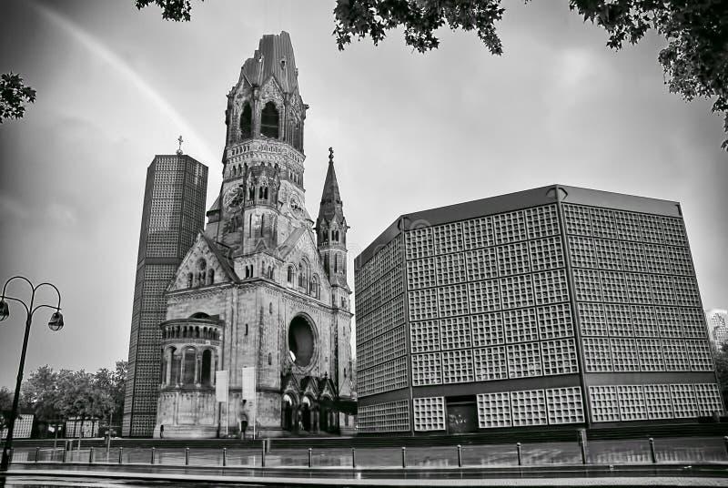 Der protestierende Kaiser William Memorial Church in Berlin stockbilder