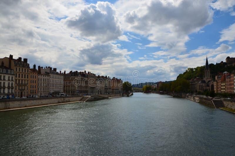 Der RhÃ'ne-Fluss in Lyon stockfotos