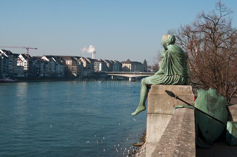 Der Rhein in Basel in der Schweiz stockbilder
