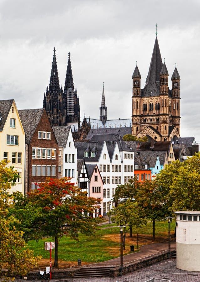 Download Der Rhein-Damm in Köln stockbild. Bild von häuser, deutschland - 27729463