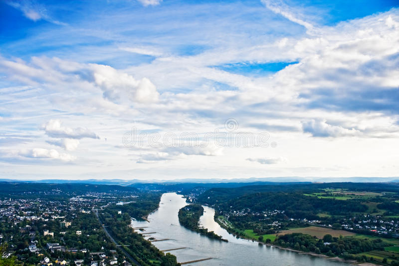 Der Rhein nahe Bonn lizenzfreie stockfotos