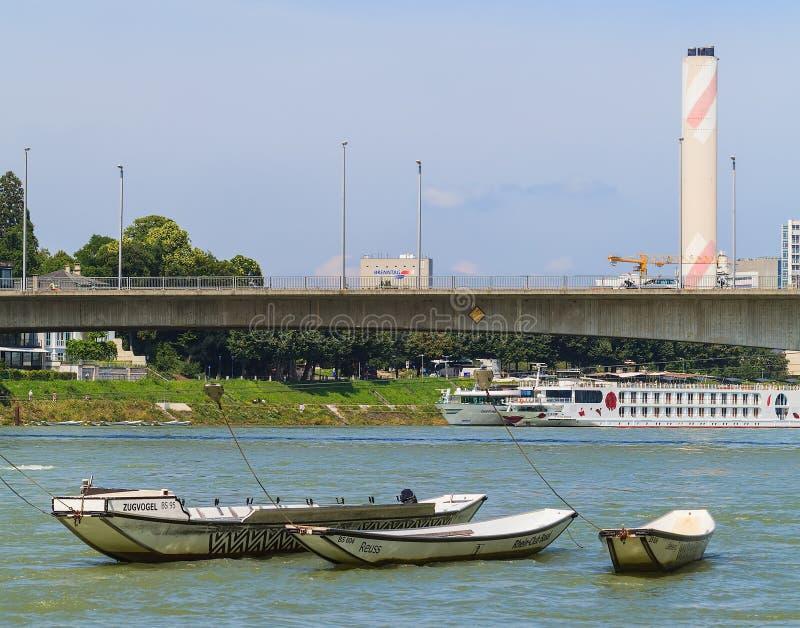 Der Rhein in der Stadt von Basel lizenzfreies stockfoto
