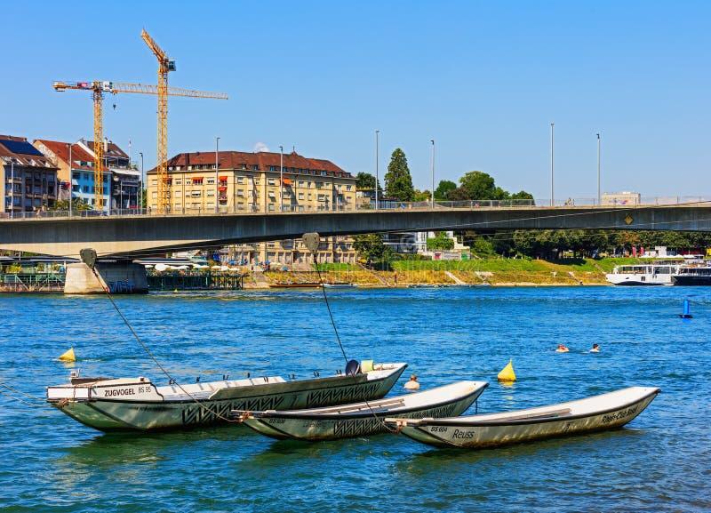 Der Rhein in der Stadt von Basel, die Schweiz lizenzfreies stockbild
