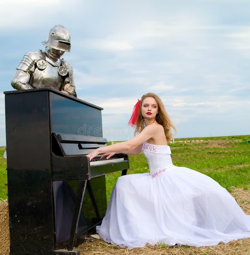 Der Ritter und die Braut lizenzfreies stockbild
