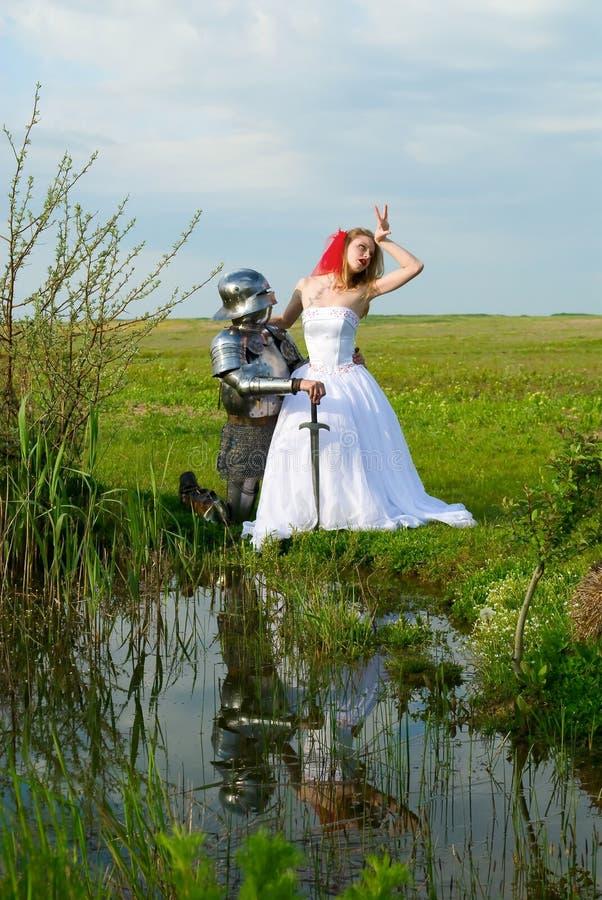 Der Ritter und die Braut lizenzfreie stockfotos